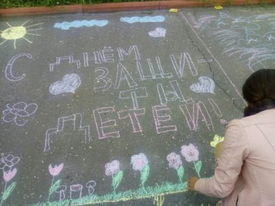 В филиалах Художественной школы провели конкурс «Рисунки на асфальте»